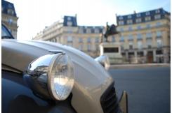 4 roues sous un parapluie pour Rétromobile 2020