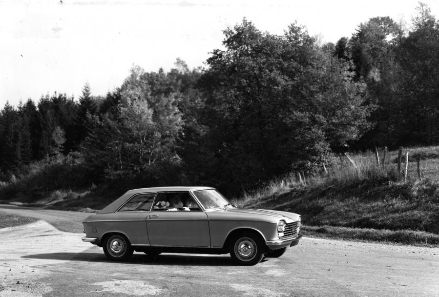 salon de la voiture de collection et véhicules anciens Peugeot 204 coupé