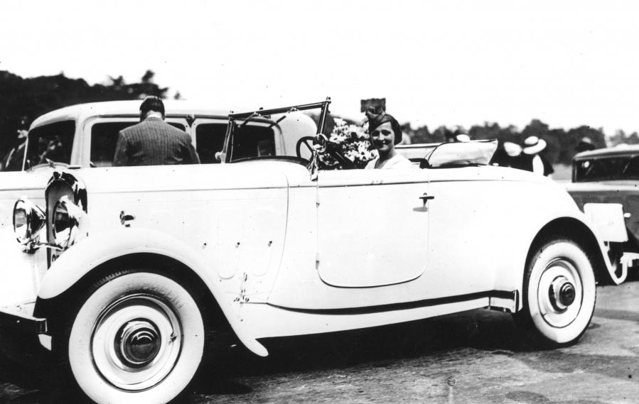 salon de la voiture de collection et véhicules anciens roadster Peugeot